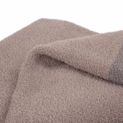 Glitzhome Knitted Polyester Feather Yarn Tricolor Throw Blanket Perspective: right