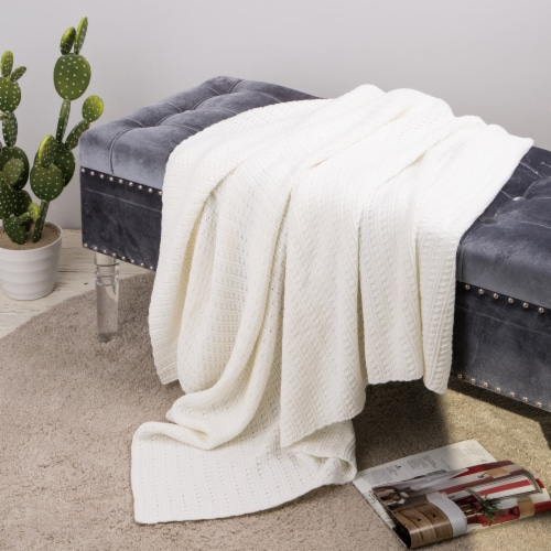 Glitzhome Classic Knitted Acrylic White Throw Blanket Perspective: right
