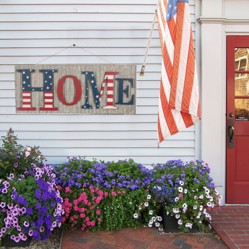 Glitzhome Vintage Metal & Wooden Patriotic Home Sign Perspective: right