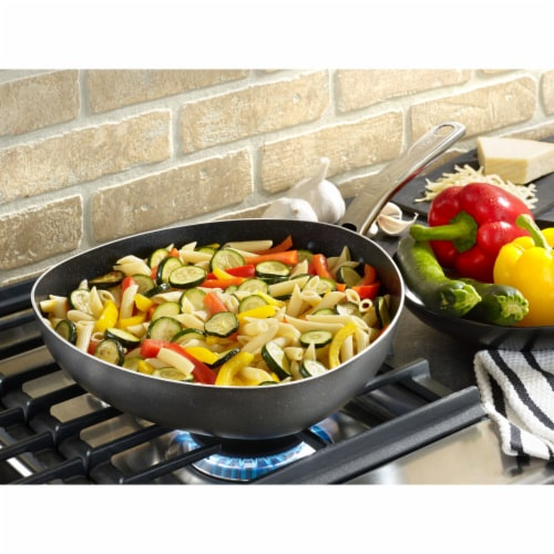 T-Fal Heatmaster Triangle Easy Pour Nonstick Pan - Black Perspective: top