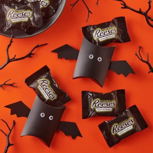 REESE'S Glow in the Dark Halloween Snack Size Perspective: top