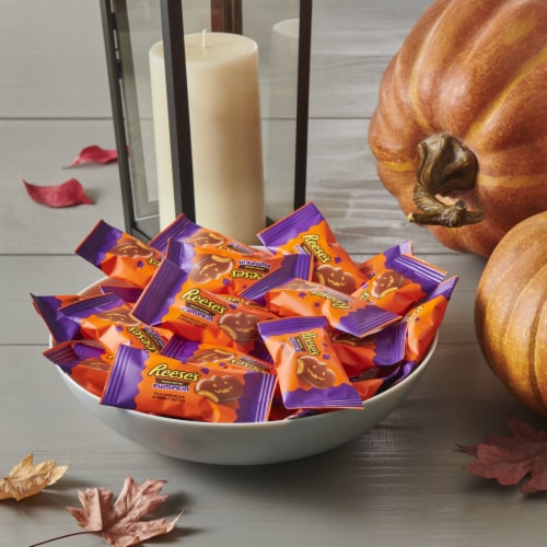 Reese's Halloween Milk Chocolate Peanut Butter Pumpkin Snack Size Candy Perspective: top