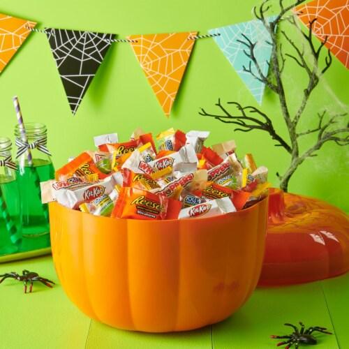 Hershey's Assorted Pumpkin Bowl Miniatures Candy Halloween Assortment Perspective: top