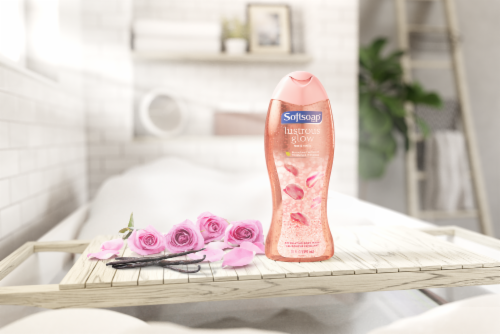Softsoap Lustrous Glow Rose & Vanilla Exfoliating Body Wash Perspective: top