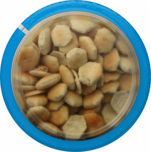 Progresso Toppers Chicken Corn Chowder Soup with Oyster Crackers Perspective: top