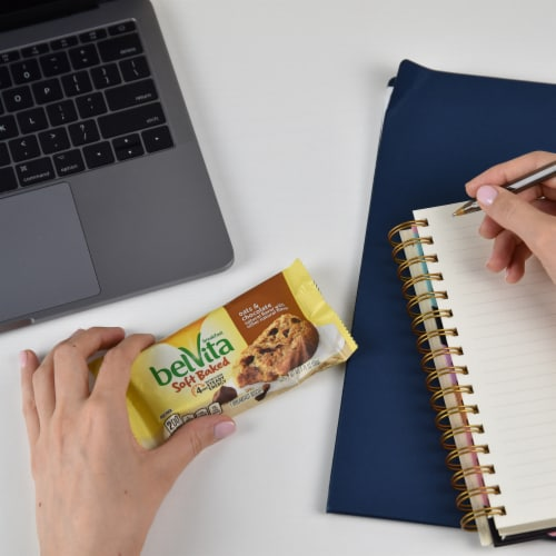 belVita Soft Baked Oats & Chocolate Breakfast Biscuits Perspective: top