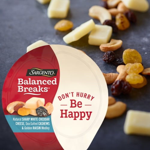 Sargento Balanced Breaks Sharp White Cheddar Cashews & Raisins Snack Packs Perspective: top