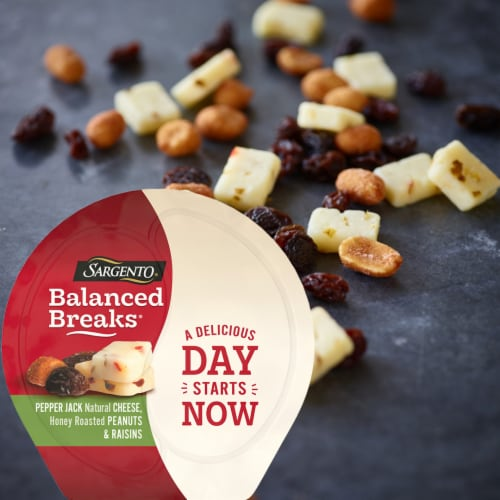 Sargento Balanced Breaks Pepper Jack Cheese Peanuts & Raisins Snack Packs Perspective: top