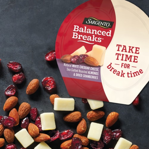 Sargento Balanced Breaks Natural White Cheddar Cheese with Almonds & Dried Cranberries Snack Packs Perspective: top
