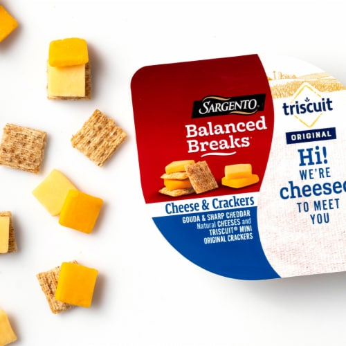 Sargento Balanced Breaks Gouda and Sharp Cheddar Cheese with Mini Triscuit Crackers Snack Packs Perspective: top