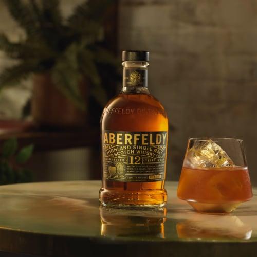 Aberfeldy 12 Year Highland Single Malt Scotch Whisky Perspective: top