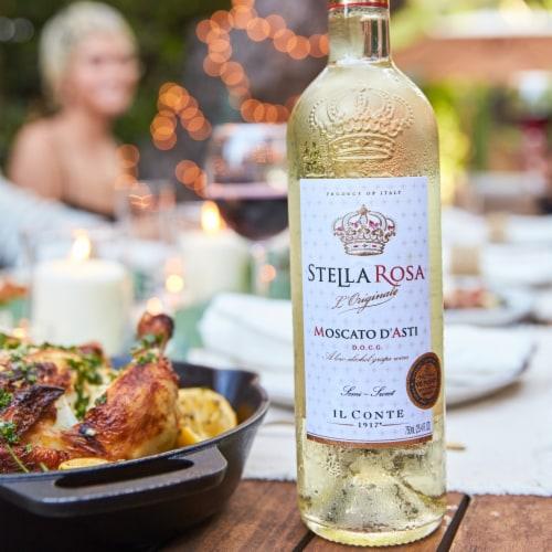 Stella Rosa L'Originale Moscato D'Asti Wine Perspective: top