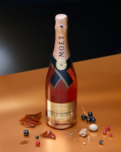 Moet & Chandon Nectar Imperial Rose Perspective: top