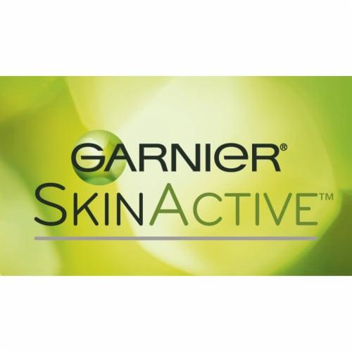 Garnier® SkinActive™ Clearly Brighter™ Light/Medium Sheer Tint Anti-Dark Circle Eye Roller Perspective: top