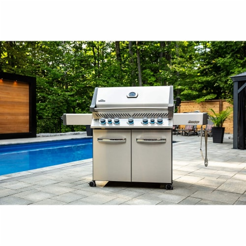 Napoleon P665RSIBPSS Prestige 665 RSIB Propane Gas Grill with Infrared Burners Perspective: top