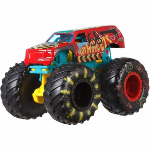Hot Wheels Monster Trucks 1:64 Scale Demo Derby, Includes Crushable Car Perspective: top