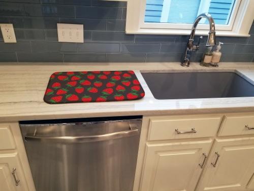 Carolines Treasures  BB5137DDM Strawberries on Gray Dish Drying Mat Perspective: top