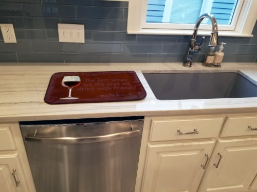 The best wines are the ones we drink with friends Dish Drying Mat Perspective: top