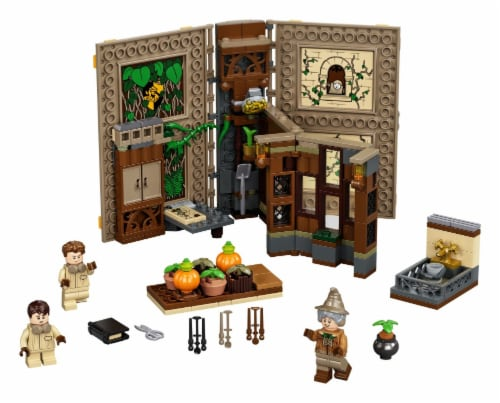 LEGO® Harry Potter™ Hogwarts™ Moment: Herbology Class Perspective: top