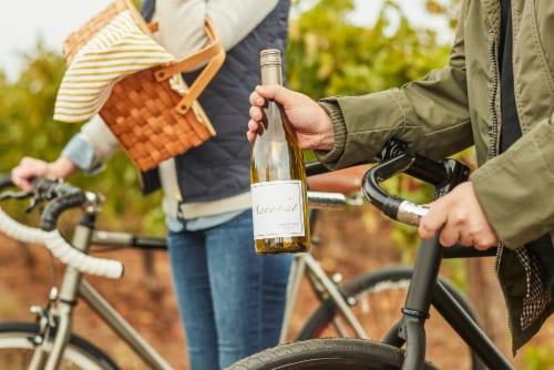 Acrobat Oregon Pinot Gris White Wine Perspective: top