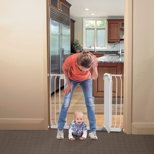 Dreambaby L798W Chelsea 38 to 46 Inch Auto-Close Baby Pet Safety Gate, White Perspective: top