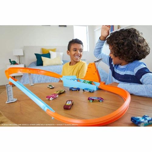 Mattel Hot Wheels® Rapid Raceway Champion Play Set Perspective: top
