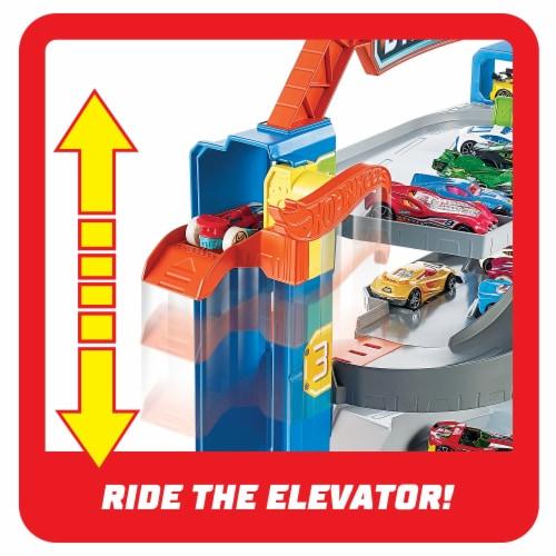 Mattel Hot Wheels® Stunt Garage Play Set Perspective: top