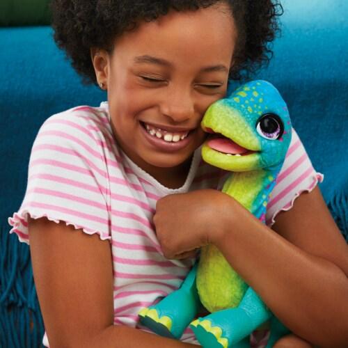 Hasbro furReal Snackin' Sam the Bronto Interactive Animatronic Dinosaur Plush Toy Perspective: top