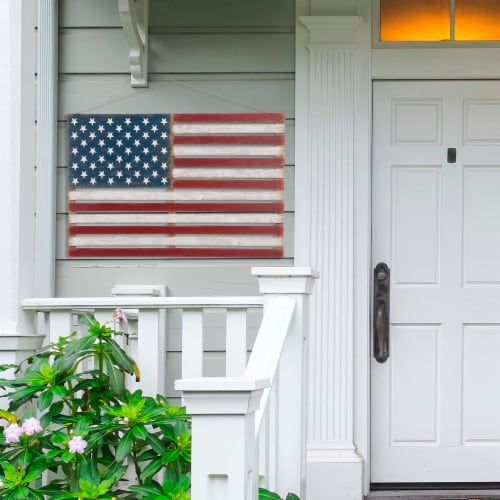 Glitzhome Wooden Distressed Patriotic National Flag Sign Perspective: top