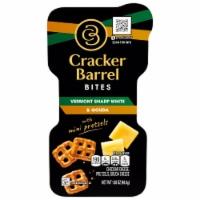 Cracker Barrel Vermont Sharp White and Gouda Bites with Mini Pretzels - 1.65 oz