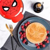 Uncanny Brands Marvel Spider-Man Waffle Maker -Spidey's Mask on Your Waffles - 1 unit