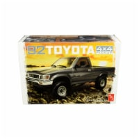 AMT AMT1082 Toyota 4x4 Pickup Truck 1 by 20 Scale & Skill 2 Model Kit For 1992 - 1
