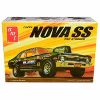 AMT AMT1142M Skill 2 Model Kit 1972 Chevrolet Nova SS Pro Stocker 1 by 25 Scale Model